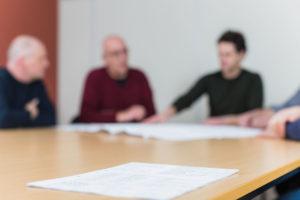 Meeting in het Asotep kantoor over kwaliteit en veiligheid